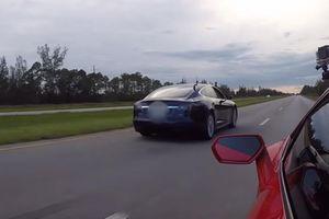 Lamborghini Huracan trở thành 'bại tướng' dưới tay Tesla Model S P100D