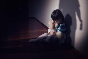 Cô bé bị chính cha mẹ ruột bạo hành, hãm hiếp suốt 15 năm