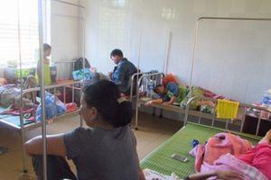 Thừa Thiên Huế: Hàng chục người nhập viện, nghi do ăn bánh tét