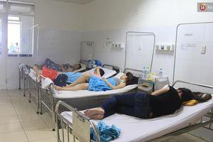 Ăn cơm gà, 17 khách du lịch nhập viện nghi do ngộ độc