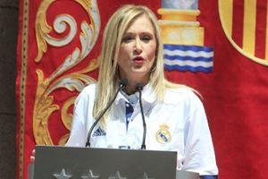 Nữ thống đốc xinh đẹp tiếp đón Ronaldo và đồng đội
