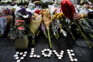 Anh tưởng niệm các nạn nhân vụ tấn công khủng bố ở London