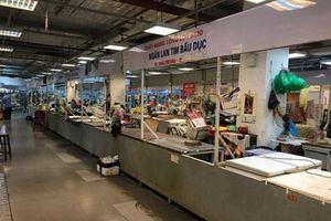 Cảnh đìu hiu ở 'chợ kết hợp trung tâm thương mại'