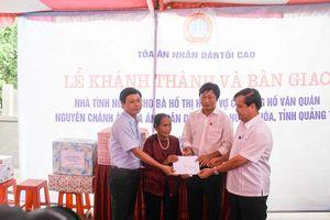 TAND Cấp cao tại Đà Nẵng phối hợp với Báo Công lý trao tặng nhà tình nghĩa cho các gia đình liệt sỹ