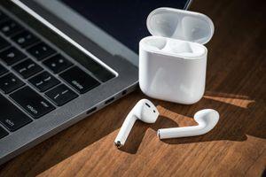 Ra sau nhưng Apple AirPods chiếm 85% thị trường tai nghe không dây