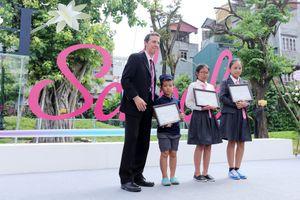 Quỹ Vì tầm vóc Việt trao tặng học bổng hàng tỉ đồng tại Trường TH School