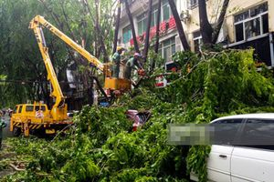 Ảnh siêu bão Doksuri đổ bộ Việt Nam càn quét ở Trung Quốc
