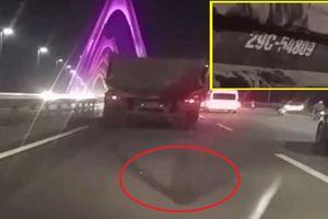 Truy tìm xe tải 29C – 548.09 chở bùn đất 'thải bậy' khắp mặt cầu Nhật Tân