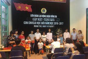 Trao quà Trung thu cho con CNVCLĐ đạt thành tích cao trong học tập