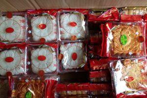 Từ bánh Trung thu 'to tổ chảng' đến loại giá 10.000 đồng/chiếc: Nhiều người vừa mua vừa run