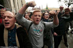 Phe đối lập Nga biểu tình rầm rộ vào sinh nhật Tổng thống Putin