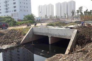 Nghĩa địa, cống thối, sông ô nhiễm 'bao vây' dự án Eden Rose Thanh Trì