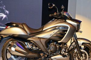 Cận cảnh Suzuki Intruder 150 hầm hố, giá chỉ 34,3 triệu đồng