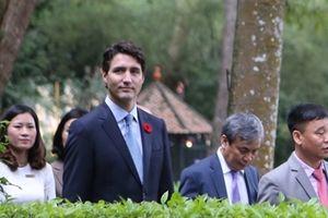 Thủ tướng Canada thăm nhà sàn Bác Hồ