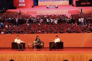 Đừng chê sinh viên Việt Nam kém tiếng Anh nữa, họ đã nghe và đối thoại với Jack Ma hoàn toàn bằng tiếng Anh đấy