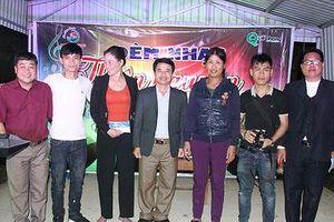 Bí thư Đảng ủy xã tổ chức đêm nhạc hỗ trợ thanh niên tai nạn giao thông