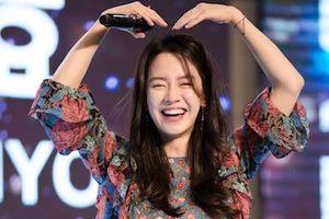 Khoảnh khắc thân thiện của Song Ji Hyo với fan Việt