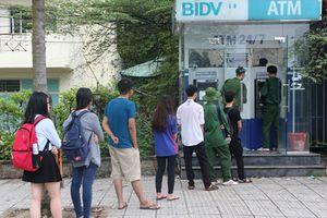 Chuyện bi hài: Sinh viên ở KTX đi rút tiền phải 'canh me' như…. ăn trộm!