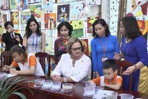 Đệ nhất phu nhân Peru thăm trẻ em khuyết tật tại Đà Nẵng