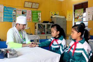 Triển khai gói dịch vụ y tế cơ bản tại trạm y tế: Người dân, học sinh cùng hưởng lợi