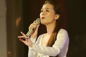 Sao mai Thanh Thanh xúc động khi đứng chung sân khấu với Anh Thơ, Trọng Tấn