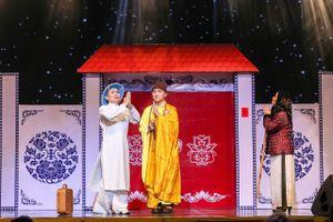 Dương Ngọc Thái hóa thân thành thầy tu, diễn hài cùng Xuân Hinh