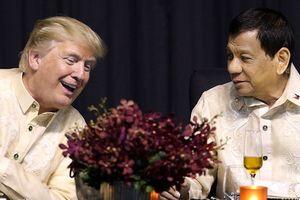 Xem clip Tổng thống Duterte hát say sưa 'theo mệnh lệnh của Tổng thống Trump'