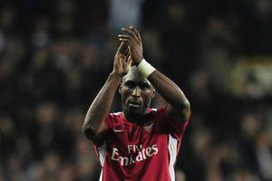 Cựu trung vệ Arsenal và tuyển Anh Sol Campbell sang Việt Nam