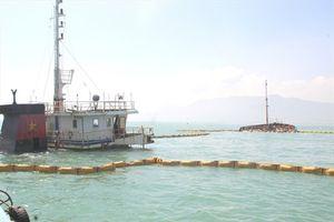 Những hình ảnh trục vớt tàu hàng bị chìm trên vùng biển Quy Nhơn
