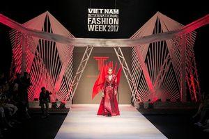 Những chiến binh 'mãnh hổ' trên sàn diễn thời trang Thu Đông 2017