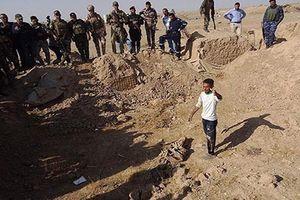 Kinh hoàng bên trong hố chôn tập thể của IS ở Iraq