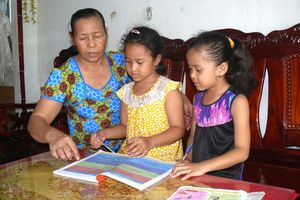 Xóm Khmer hiếu học