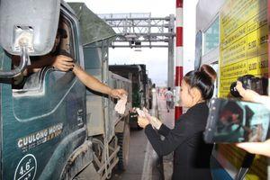 Bình Định: Tài xế xài tiền lẻ mua vé, trạm thu phí 'thất thủ'