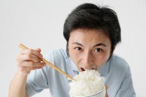 Ăn cơm kiểu này bệnh tật đầy người vậy mà ai cũng mắc