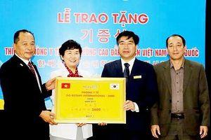 Trường Cao đẳng KTCN Việt - Hàn tiếp nhận tài trợ hơn 220 triệu đồng trang thiết bị y tế
