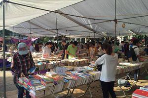 Hội chợ sách cũ kỷ niệm 100 năm ngày cách mạng Tháng Mười Nga vĩ đại