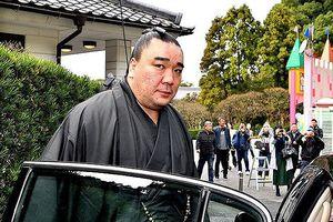 Huyền thoại Sumo Nhật Bản đánh đàn em nhập viện