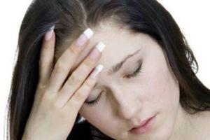 Hoang mang vì cứ đọc sách quá 2 tiếng là xuất hiện triệu chứng lạ ở đầu, bác sĩ khuyên đừng tự tiện chữa trị