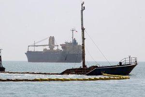 10.000 lít dầu trên tàu chìm ở vịnh Quy Nhơn biến mất kỳ lạ, nghi có 'dầu tặc'