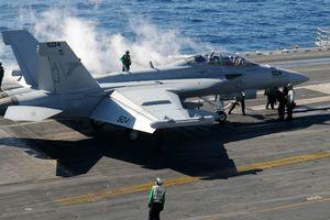Hải quân Mỹ đình chỉ phi công vẽ 'của quý' trên trời