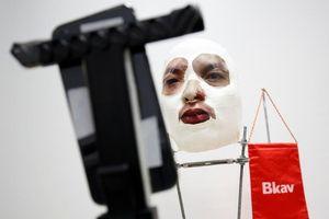 Mặt nạ đánh lừa iPhone X của Bkav lọt top ảnh tuần của Reuters