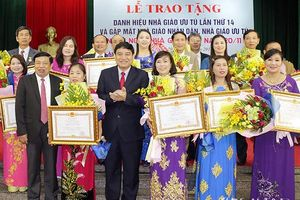 Nghệ An: Trao tặng Danh hiệu Nhà giáo ưu tú cho 19 nhà giáo, cán bộ quản lý