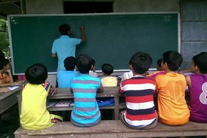 Lớp học miễn phí cho học sinh nghèo của vợ chồng thầy giáo trẻ
