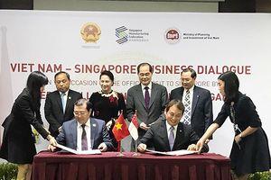 Tháp tùng Chủ tịch Quốc hội thăm Singapore, Chủ tịch Đà Nẵng hút đầu tư về TP