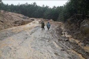 Quảng Ngãi, mưa lớn liên tục xảy ra các điểm sạt lở núi ở các huyện miền núi