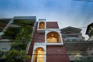 Đẹp 'rụng rời' căn nhà ống vỏ ngói của chàng kiến trúc sư Sài Gòn