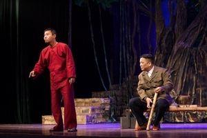 Công Lý,Tiến Minh 'hóa ma' xuất thần trên sân khấu kịch Hà Nội
