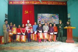 Trao quà cho các hộ nghèo ở Tương Dương, Quỳ Châu và Tân Kỳ