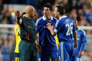 Trọng tài Ovrebo: Cầu thủ hay HLV cũng có lúc sai lầm nữa mà