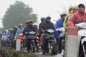 Hơn 200 chiến sĩ công an phân luồng giao thông chợ Viềng